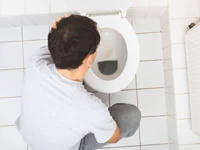 Man with heroin withdrawal symptoms vomiting