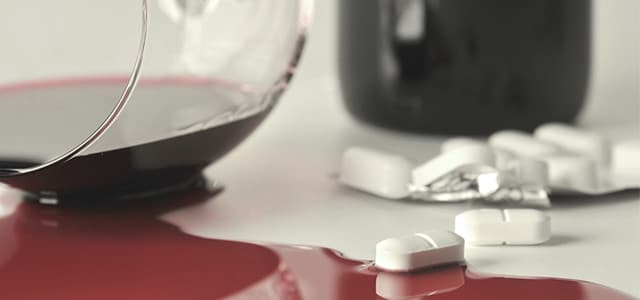recovery-shutter47662594-spilled-alcohol-and-pills